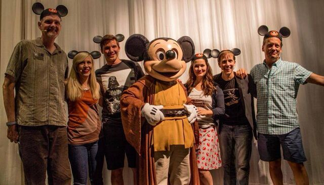 File:Dee Baker with Tom Kane, Ashley Eckstein, Matt Lanter, Catherine Tabor, & James Arnold Taylor.jpg