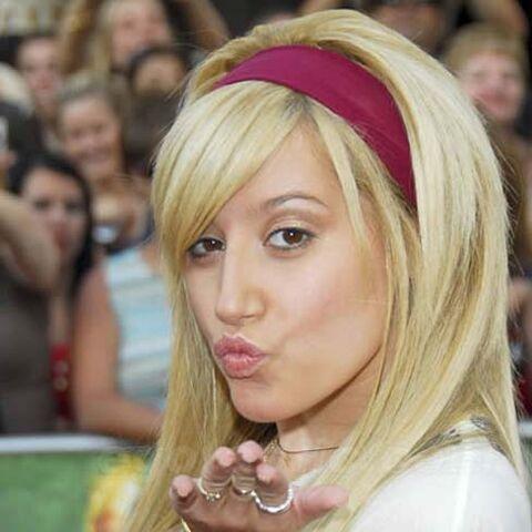 File:Ashley Tisdale blowing a kiss.jpg