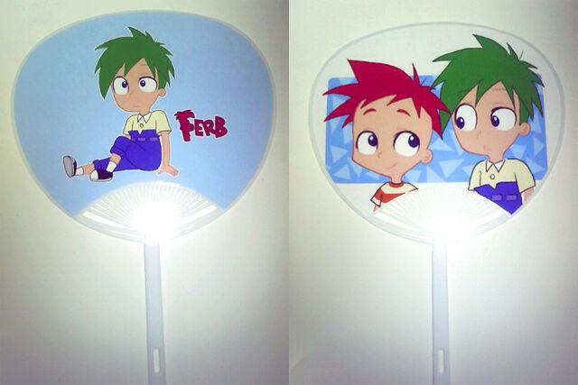 File:Uchiwa of phineas and Ferb, by isuzu9.jpg