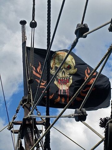 File:Queen Anne's Revenge Jolly Roger on Set.jpg