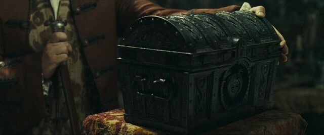 File:Beckettclosingchest.jpg