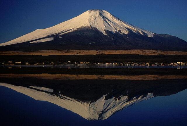 File:800px-01 Fujisan from Yamanakako 2004-2-7.jpg