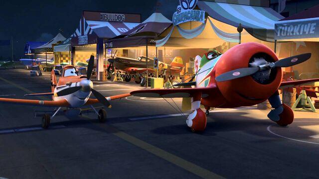File:Planes-dusty-meets-el-chupacabra.jpg