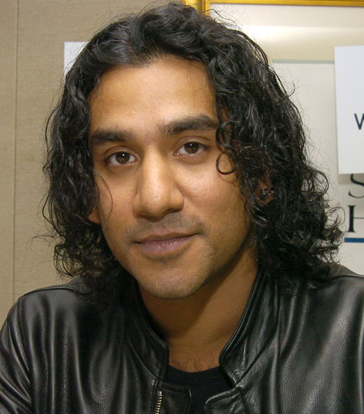 naveen andrews and son