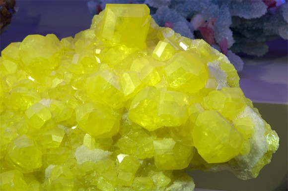 File:Sulfur-crystals-from-wiki.jpg