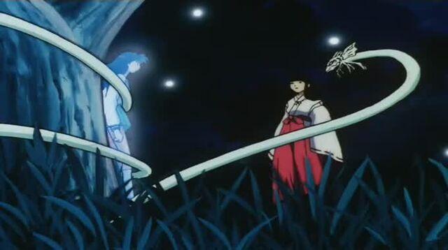 File:Kagome paralyzed by Kikyo.jpg