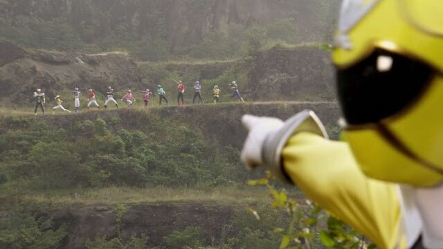 File:Luka Milfy notices the Shinkengers and the Goseigers.jpg