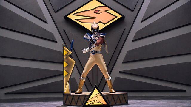 File:Gold Ranger in Ptera Zord.jpg