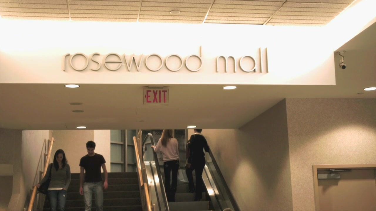 Pretty Little Liars Hanna Season 2 Rosewood Mall | Pretty...