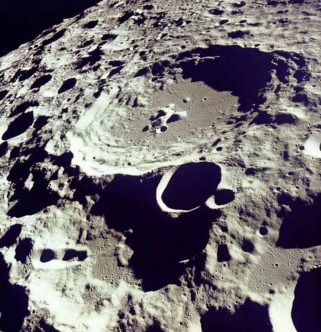 File:Moon.crater.arp.750pix.jpg