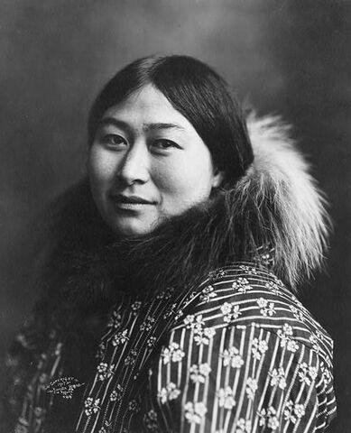 File:Inuit women 1907.jpg