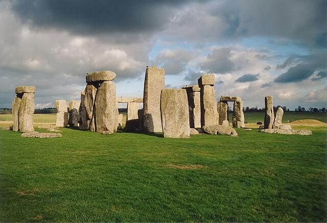 File:Stonehenge back wide.jpg