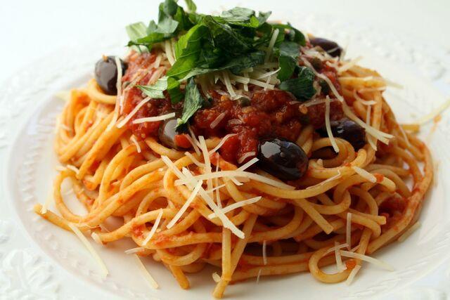 File:Pasta Puttanesca.jpg