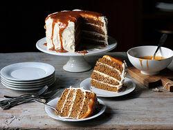 Pumpkin-spice-cake-cut