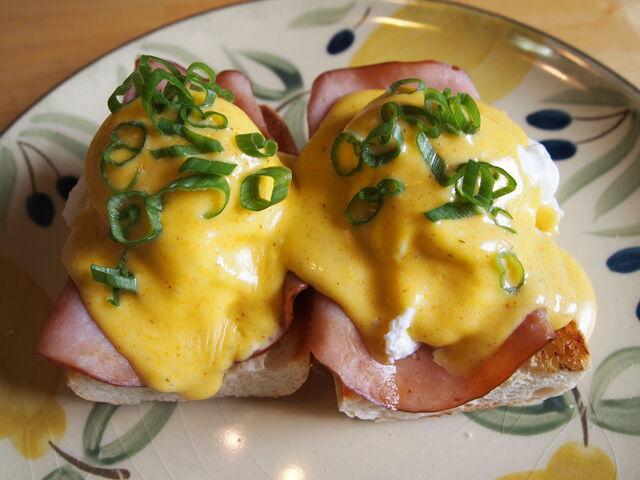 File:Cajun-Eggs-Benedict.jpg