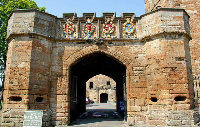 File:1024px-The Fore Entrance to Linlithgow Palace.JPG