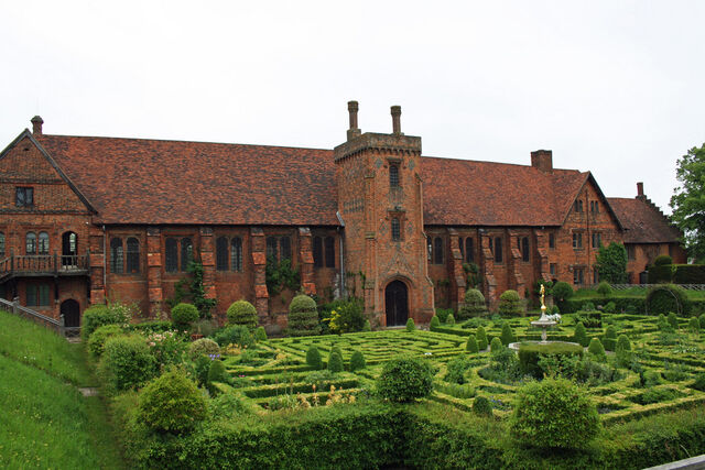 File:Hatfield Palace1.jpg