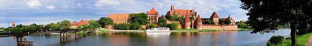 File:Marienburg 2004 Panorama.jpg