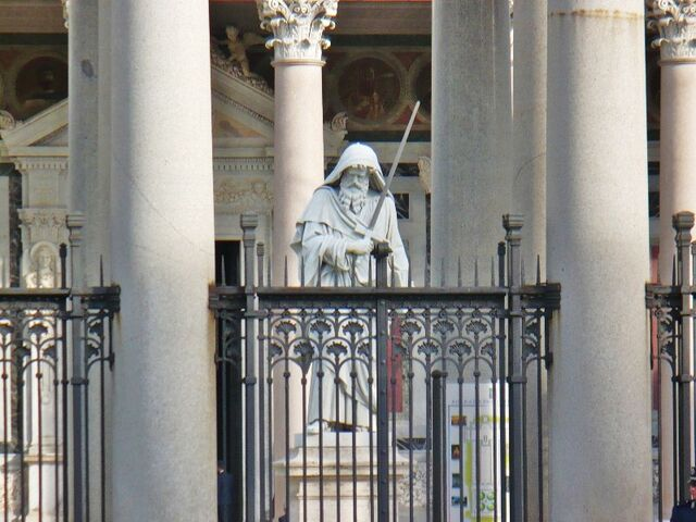 File:Giuseppe Obici's statue of St Paul in the Basilica's atrium.jpg