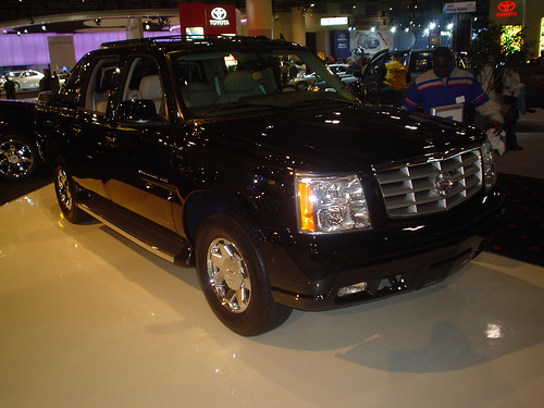 File:Mag Escalade EXT.jpg