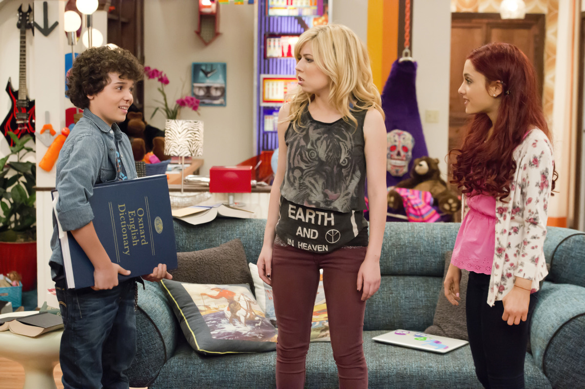 Sam And Cat Mad About Shoes