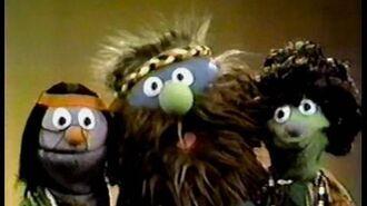 "Classic Sesame Street Hippies sing ""The Garden"" (Spanish)"