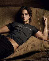 Justin Chatwin 030