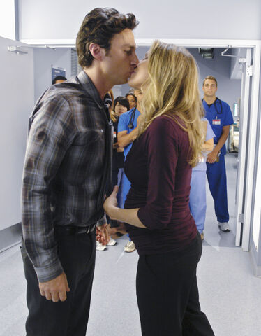 File:9x1 JD and Elliot kiss.jpg