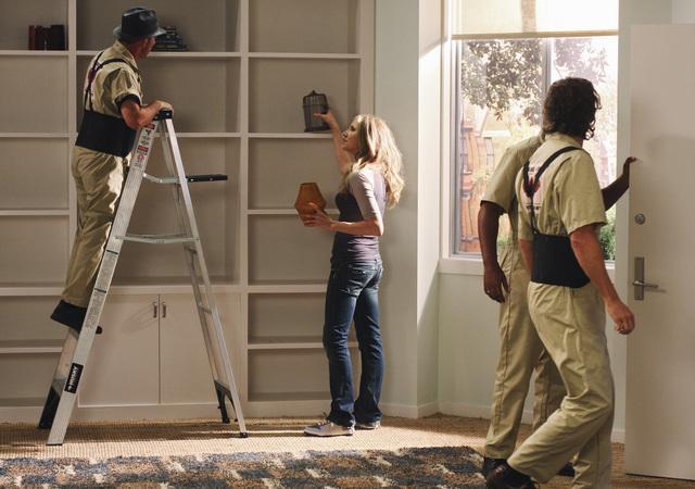 File:8x17 Elliot decorates apartment.jpg