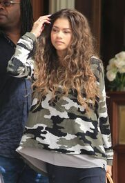 Zendaya-coleman-wavy-hair-army-style-top-(2)