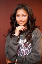 41357 Preppie Zendaya Coleman posing with her new cell phone at a house in LA 2 122 11loFOUR