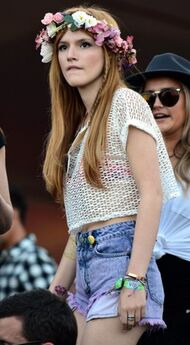 Bella-thorne-flower-crown-again