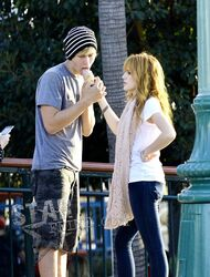 Bella-thorne-boyfriend-ice-cream