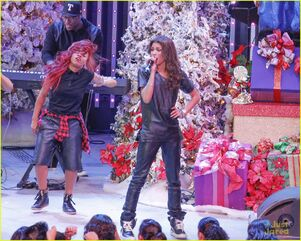 Zendaya-toys-for-teens-event-performer-13