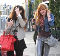 Bella Thorne Lunch30