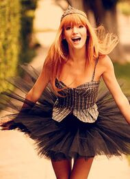 Bella-thorne-balleriabellarina-black