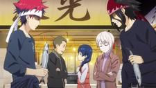 Soma Vs. Ryo at the fish market (anime)