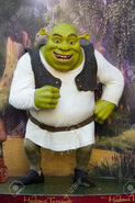 38953440-Hollywood-California-February-08-Wax-figure-of-Shrek-at-the-Madame-Tussauds-Wax-Museum-February-08-2-Stock-Photo
