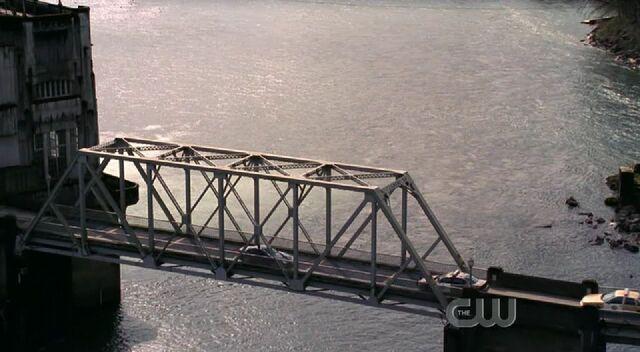 File:Phantom reeves dam bridge.jpg