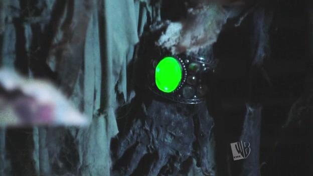 File:Tomb kryptonite bracelet.jpg