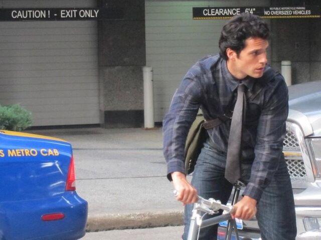 File:Superman Clark Kent 110913b-cavill2.jpg