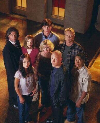 File:Smallvillecast.jpg