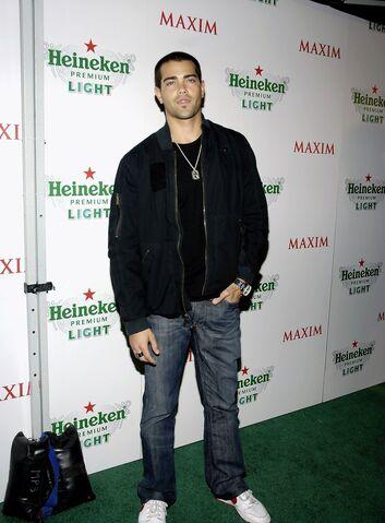 File:Jesse+Metcalfe+Maxim+Unveils+New+Heineken+7-tWpwkzSq0x.jpg