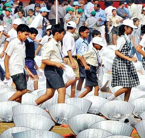 File:Mumbai largest solar cooking class, 17-14.jpg