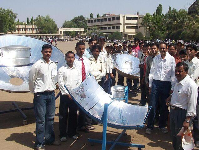 File:University students of Dhule.jpg