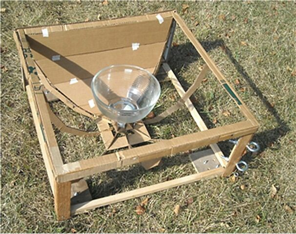 File:Joel Goodman - Study model - Greenhouse type oven in lower nonimaging reflector frame.jpg