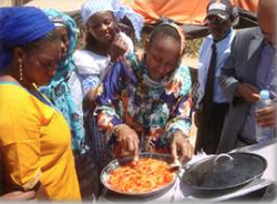 Mauritanian solar cooked pizza, Solar Clutch, 10-6-14