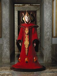 Padmefull3Throne