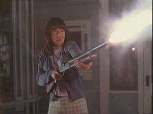 Children-of-the-corn-5-fields-of-terror-shotgun