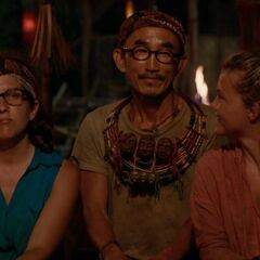 Tai brings up the super idol, surprising the tribe.
